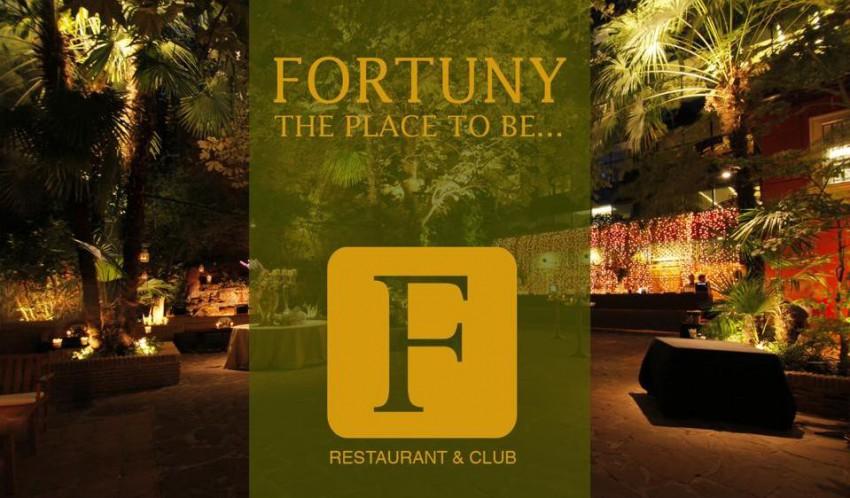Cantante Residente En Fortuny Restaurant Club Mey Green